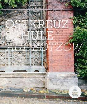 Cover Katalog Fotowettbewerb zum Thema Bötzow-Brauerei Berlin, Motiv: teilbegrünte Backsteinfassade