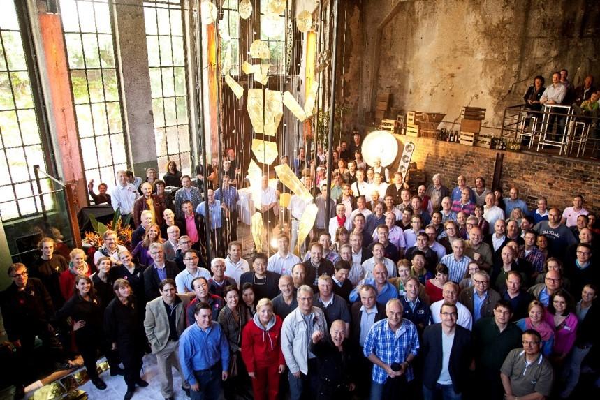 Menschen in einem großen Raum beim Ottobock Global Forum © FTWild